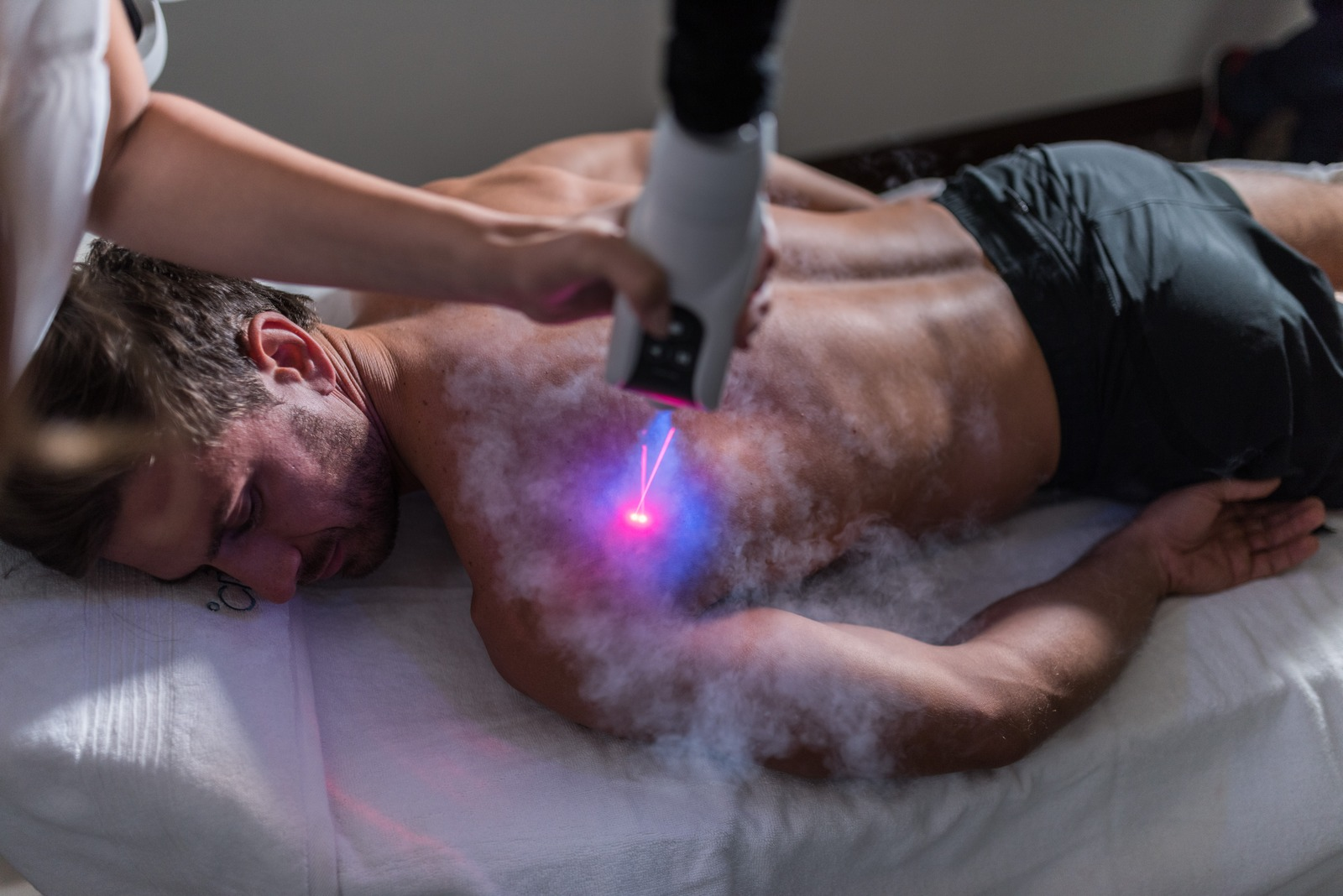 LED Lights And Precision Lasers To Indicate Optimal Distance, Pinpoint Treatment Area And Alert User When Critical Skin Temperature Is Reached.